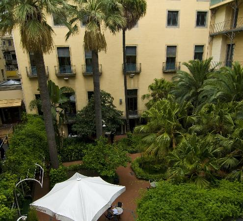 Hotel Montecarlo Barcelona: courtyard view from our window