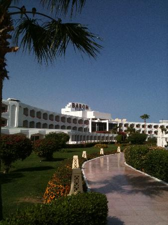 Baron Resort Sharm El Sheikh: Beautifully manicured gardens