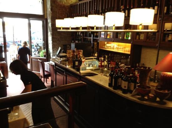 Sala d 39 ingresso e banco bar picture of la cucina del - La cucina del garga ...