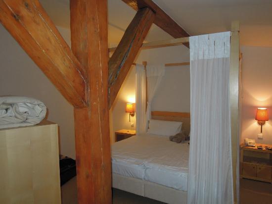 Ventana Hotel Prague: Bedroom upstairs