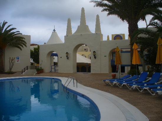 Suite Hotel Atlantis Fuerteventura Resort: Entrance to the Plaza