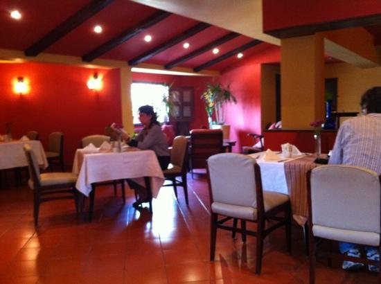 Hotel Longchamps: gemuetlicher Fruehstuecksraum