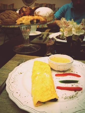 L´Ôtel: Desayuno. Omelette de verduras en salsa poblana