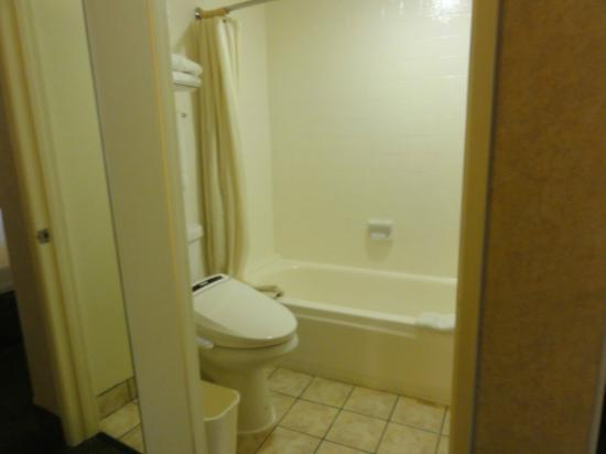 Monterey Park Inn: bathroom with smart toilet