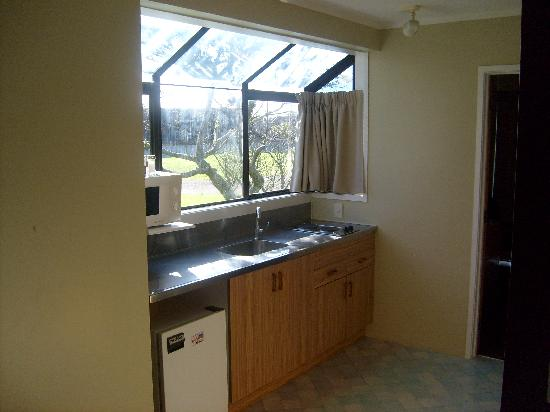 Hobson Motor Inn & Wings: All units feature self contained kitchens & bathrooms.