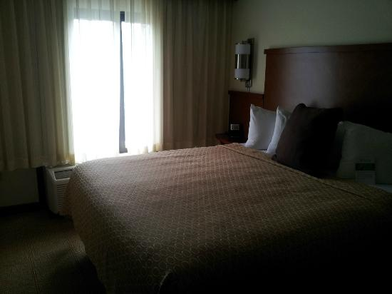 Hyatt Place Dallas-North: The bed