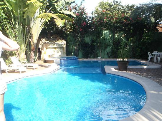 هوتل لوناسول: Pool
