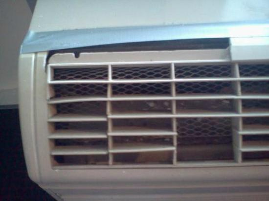 Rodeway Inn: Debris and mold in A/C unit - omitting foul smell