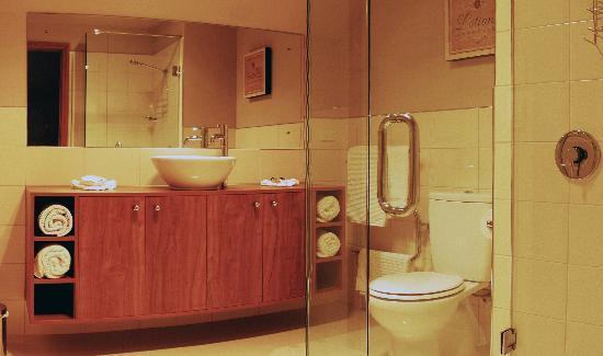 Wanaka Luxury Apartments : Two bedroom bathroom