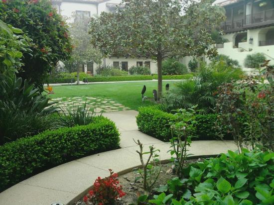 Estancia La Jolla Hotel & Spa: Looking out our doorway