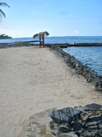 Mill Harbour Beach Resort: Part of beach area w/stair to the Caribbean Sea