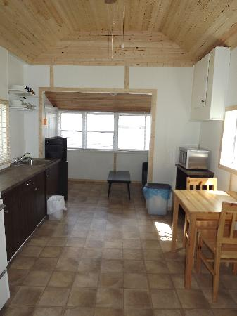 Plank Road Cottages & Marina: Renovated Cottage 2  - Living area