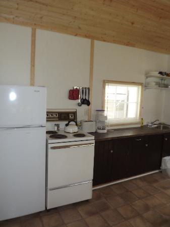 Plank Road Cottages & Marina: Renovated Cottage 2 - Kitchen