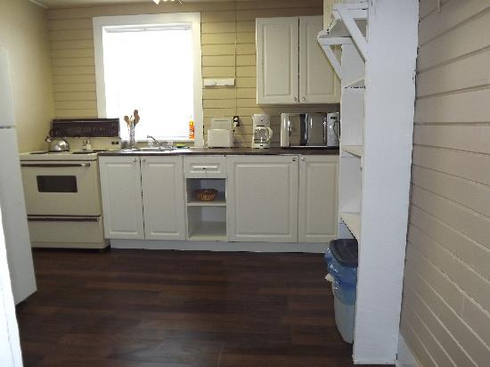 Plank Road Cottages & Marina: Renovated Cottage 8 - Kitchen
