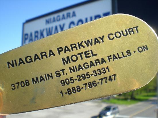 Niagara Parkway Court: key and sign