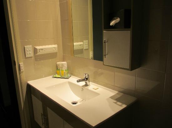 BEST WESTERN Airport Motel & Convention Centre: Lovely Bathroom