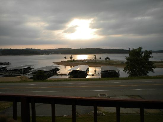 Lake Norfork Resort: Sun set 4/27/12