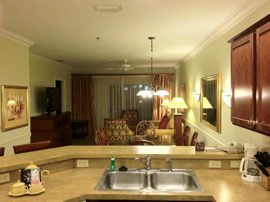 Sheraton PGA Vacation Resort Villas: View of dining & living room