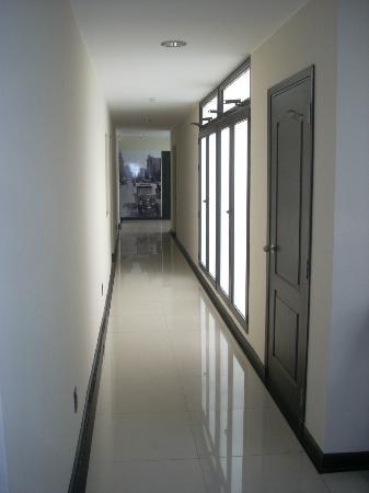 Sur Hotel: Hallway