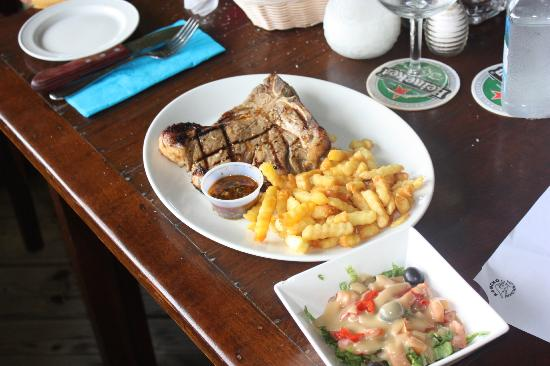 Rancho Steak & Lobster : T-bone steak with French fries and salad