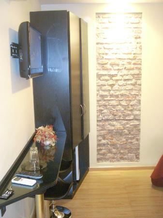 Sur Hotel: Artsy Wall