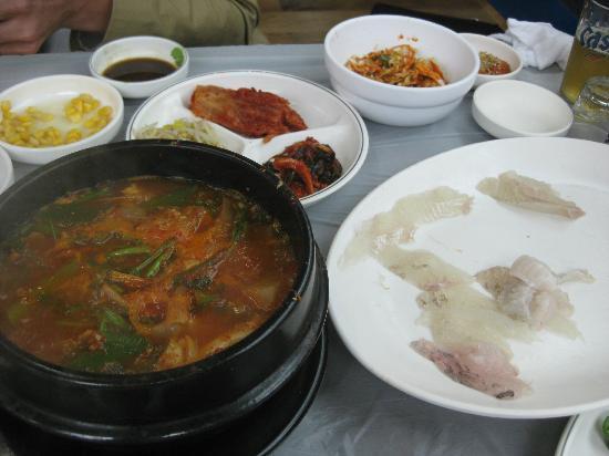 Millak Heo Center: Soup and sashimi
