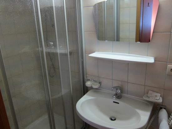 Hotel Pension Burgschrofn: バスルーム