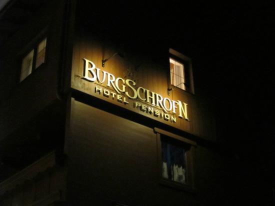 Hotel Pension Burgschrofn : ホテルサイン