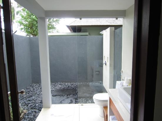 The Chandi Boutique Resort & Spa: Open-air shower (Hot/Cold)