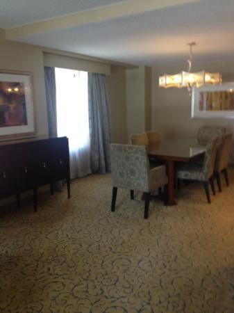 Renaissance Chicago Downtown Hotel: Dining area in Riviere Suite