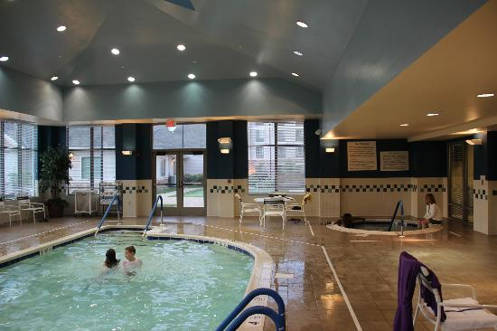 Homewood Suites by Hilton Newburgh-Stewart Airport: Pool area