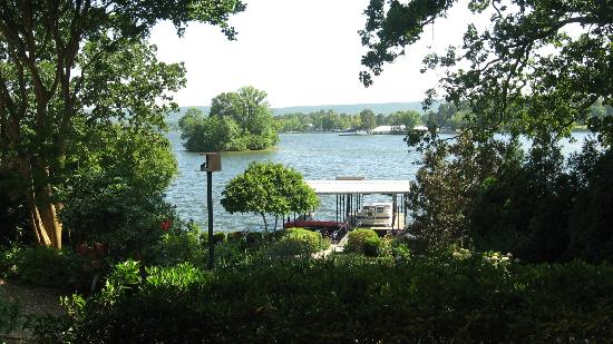 Lookout Point Lakeside Inn: View from patio