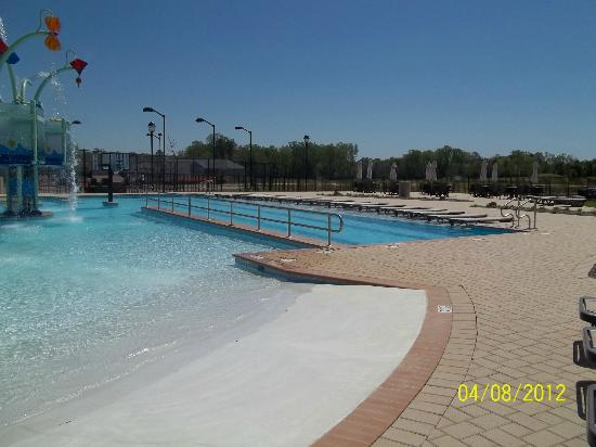 The Colonies at Williamsburg Resort: Outdoor Pool area