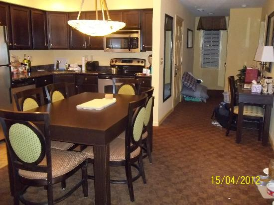 The Colonies at Williamsburg Resort: kitchen/dining area
