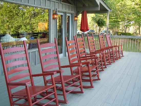 Hemlock Inn: rocking chairs with a view