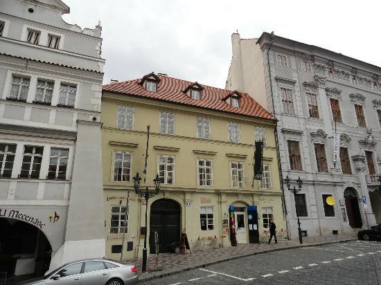 Little Town Budget Hotel: Fachada