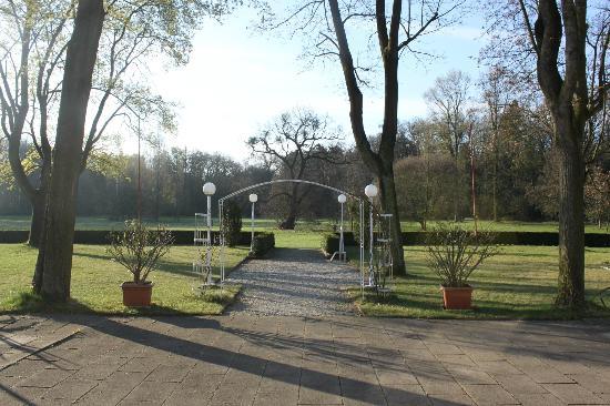 Hotel Ostrov: Parc