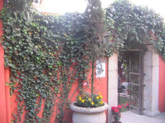 Las Brumas Grill y Café: Entrada