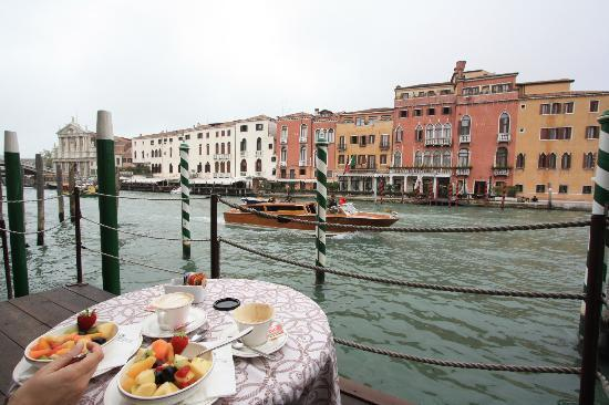 Hotel Canal Grande: breakfast at the hotel