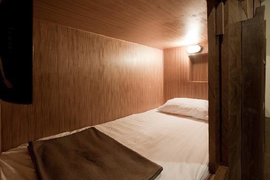 Suneta Hostel Khaosan 3.5 Feet - Bigger bed than other hostel.