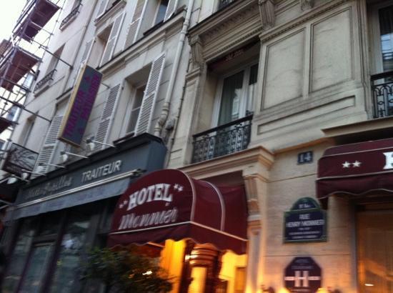 Hotel Monnier: entrance