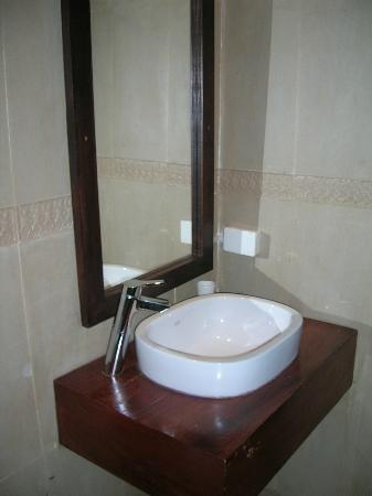 Arissara House: big bathrooms