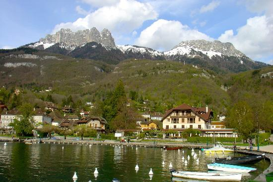 Hotel Le Beau Site: Talloires harbor, a 5 minutes walk from the hotel
