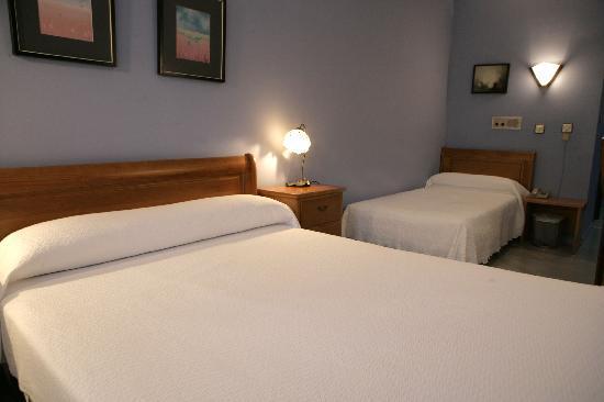 Hotel Azpiazu: habitacion