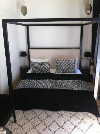 Riad Adore: Zahia bedroom