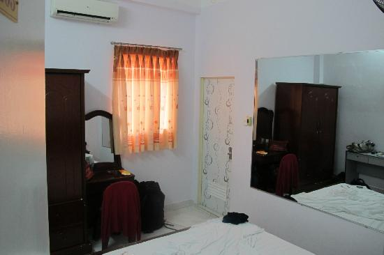 Long Hostel: private room at 2nd floor