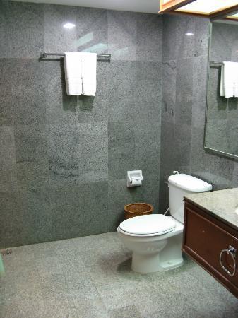Loei Palace Hotel: Bathroom