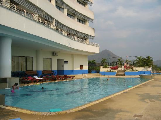 Loei Palace Hotel: Swimming pool