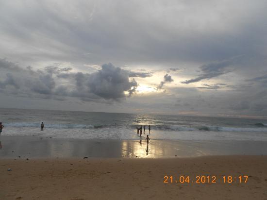 Baumancasa Karon Beach Resort: Вечерний пляж Карон