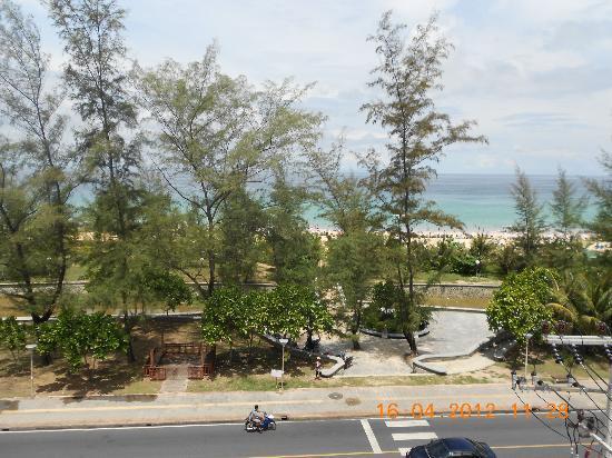 Baumancasa Karon Beach Resort: Вид с крыши корпуса №1 на море